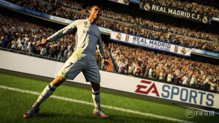 """MIA01. MIAMI (FL, EEUU), 5/6/2017.- Imagen de divulgación de la próxima edición del popular videojuego de fútbol FIFA, en el que aparece Cristiano Ronaldo como imagen a nivel mundial por primera vez en su carrera deportiva, anuncia hoy, lunes 5 de junio de 2017, la compañía Electronic Arts, desarrolladora del FIFA 18. El jugador portugués del Real Madrid aseguró en un comunicado que es una """"gran sensación haber sido el elegido"""" y que está """"agradecido"""" por aparecer en la capa del FIFA 18 y convertirse de esa manera en embajador global de la saga futbolística superventas, que cumple 25 años y publicará su nueva entrega el 29 de septiembre en consolas como PS4, Xbox One y, por primera vez, Nintendo Switch. EFE/Cortesía EA Sports/SÓLO USO EDITORIAL/NO VENTAS"""