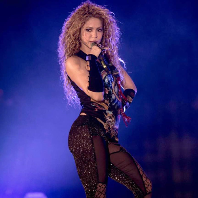SHAKIRA AND HER SEXY DANCE IN TRANSPARENT LEGGINGS
