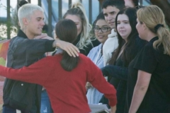 Justin Bieber is affectionate with his australian fans.