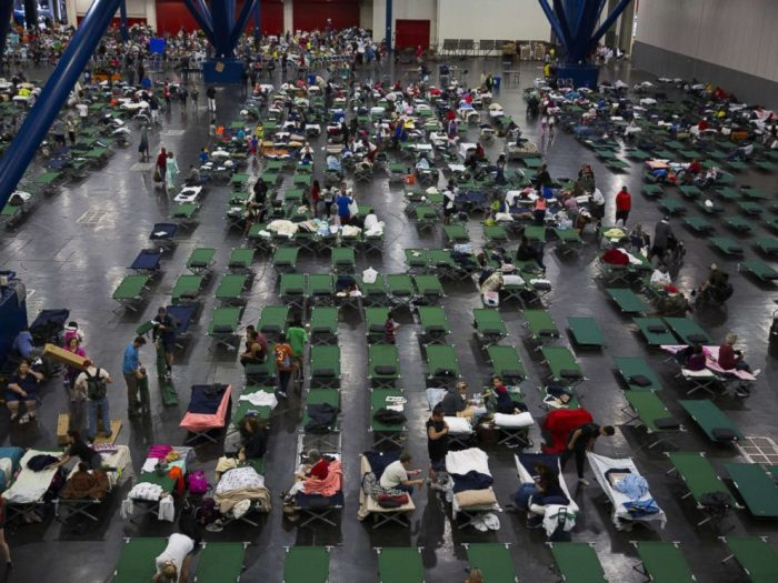 hurricane-harvey-evacuees-shelter-gty-mt-170828_4x3_992