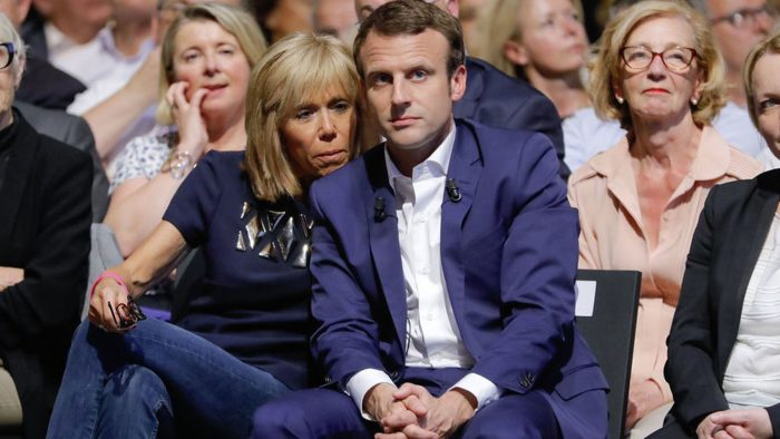 Al conocerse, Emmanuel Macron asistía a la secundaria y Brigitte era su maestra. Ahora son la nueva pareja presidencial